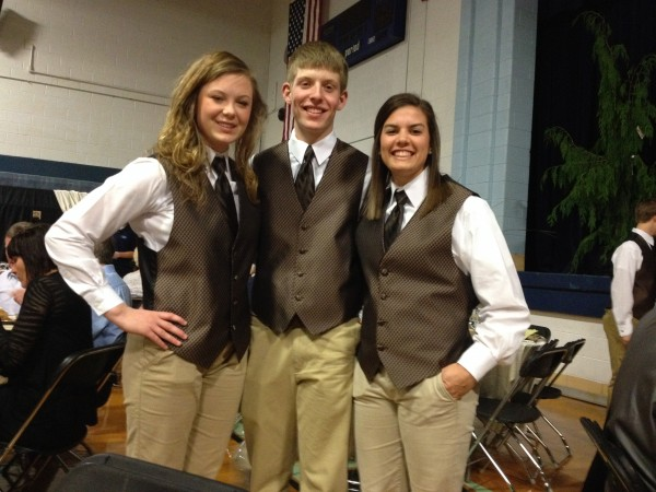 Mater Dei students Aften Richter, Peyton Kreke, and Shannon Schuetz serve guest at the Mothers & Friends dinner auction.